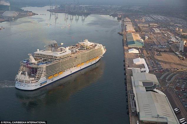 Зійшов на воду найбільший корабель в історії людства , фото-2