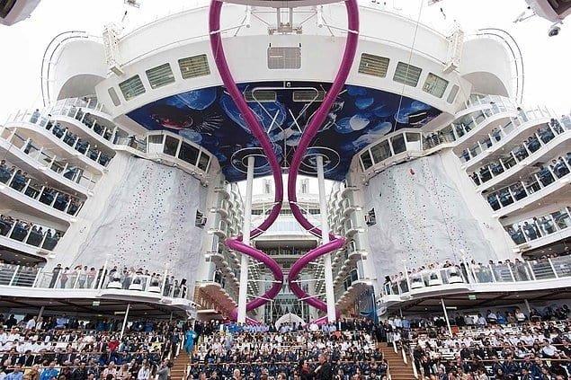 Зійшов на воду найбільший корабель в історії людства , фото-5