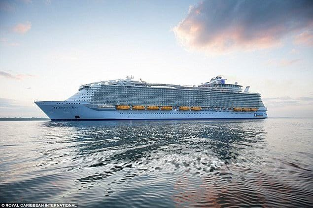 Зійшов на воду найбільший корабель в історії людства , фото-9