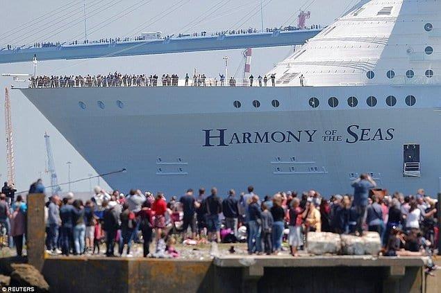 Зійшов на воду найбільший корабель в історії людства , фото-1