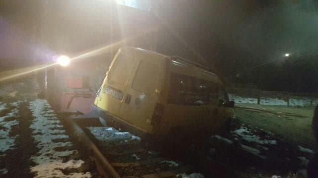 У Калуші потяг врізався в автомобіль (ФОТО) , фото-1