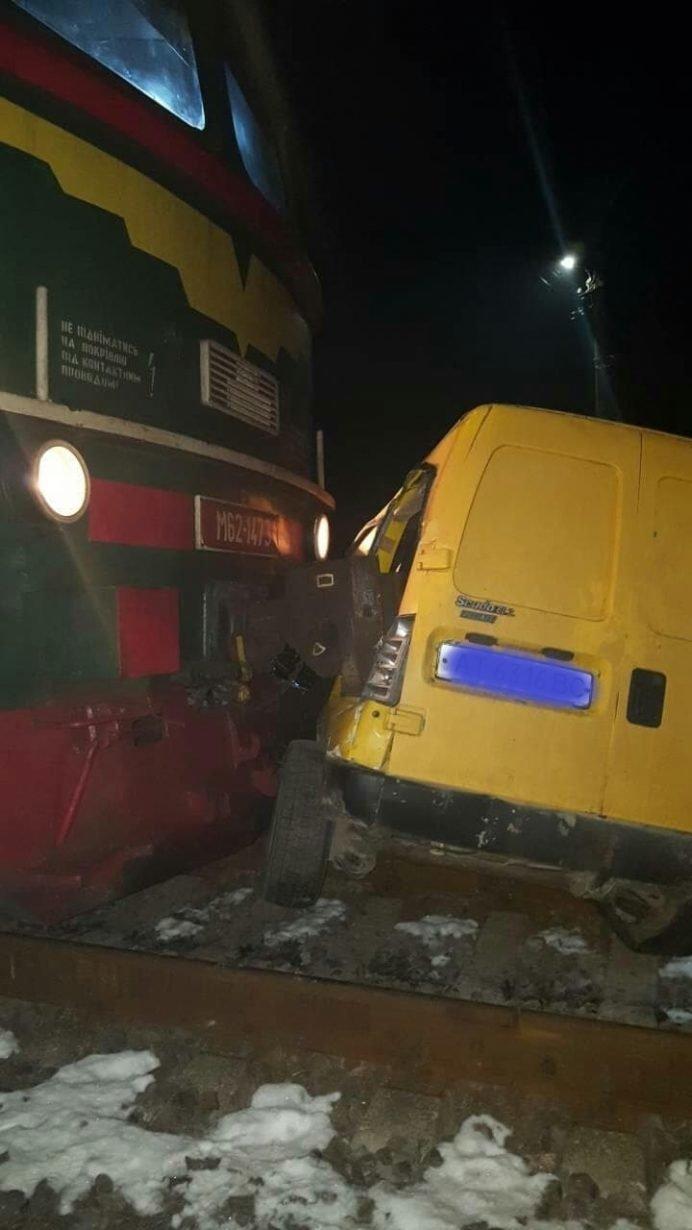 У Калуші потяг врізався в автомобіль (ФОТО) , фото-2