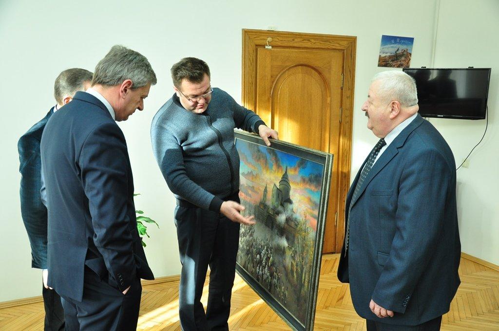 Унікальну картину від франківських студентів-художників отримав Гошівський монастир (ФОТО), фото-1
