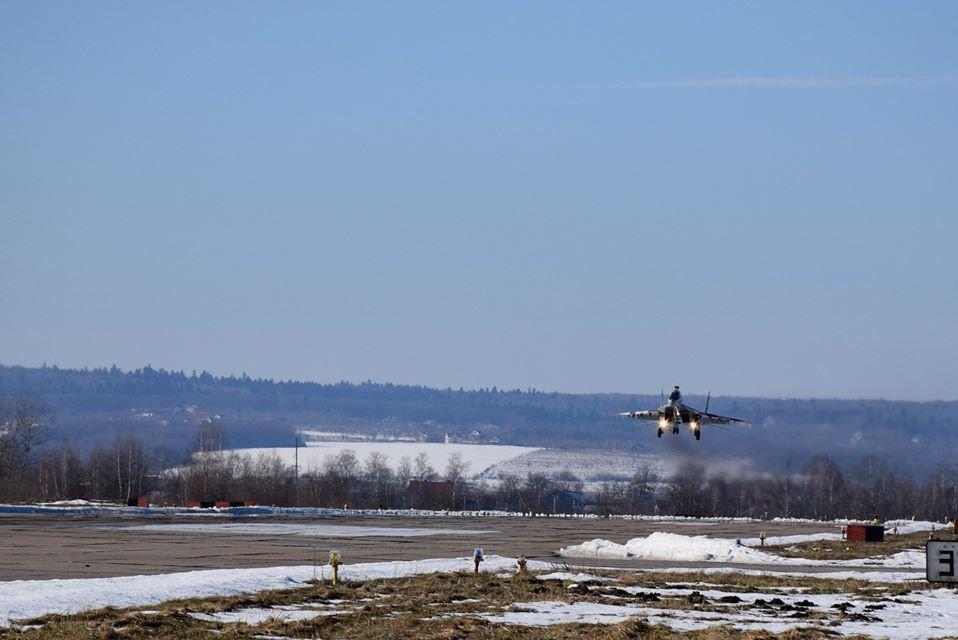 Перші командирські польоти. У Франківську авіатори вправляються в майстерності, фото-1