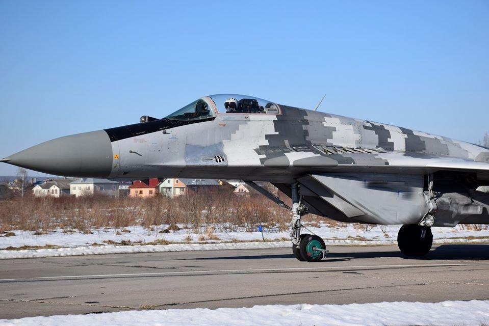 Перші командирські польоти. У Франківську авіатори вправляються в майстерності, фото-4