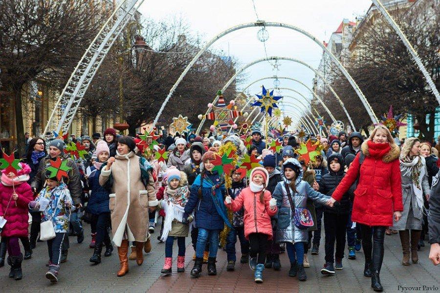 В Івано-Франківську встановлено рекорд України з кількості Різдвяних зірок, фото-4