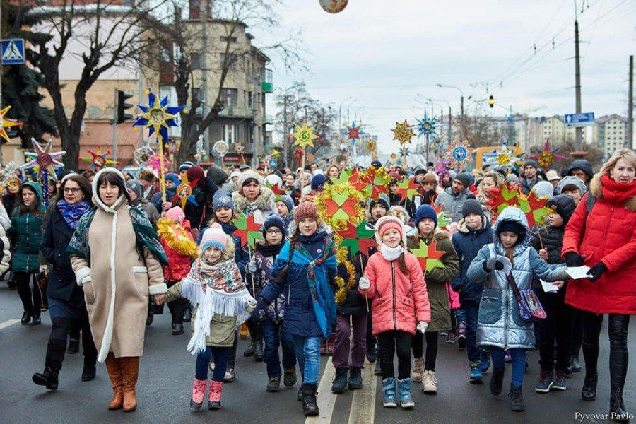 В Івано-Франківську встановлено рекорд України з кількості Різдвяних зірок, фото-6