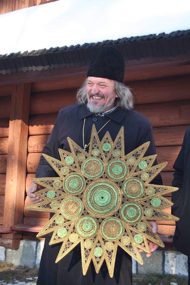 Франківський журналіст Володимир Гарматюк має оригінальне хобі – створює Різдвяні зірки, фото-1