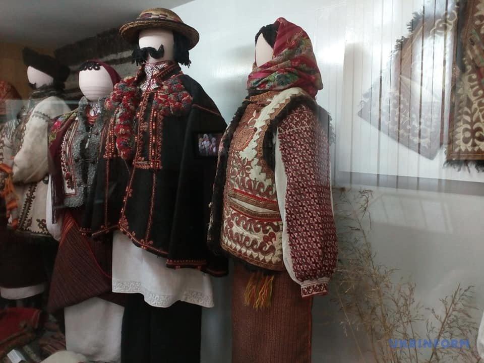 Музей народного мистецтва у Коломиї: магічні знаки гуцулів, портрет цісаря та бартка Івана Франка, фото-7