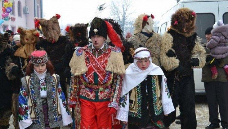 Маланка любить забаву. Де на Прикарпатті чорти кидають перехожих у сніг, лякають дітей й жартують з молодицями, фото-3