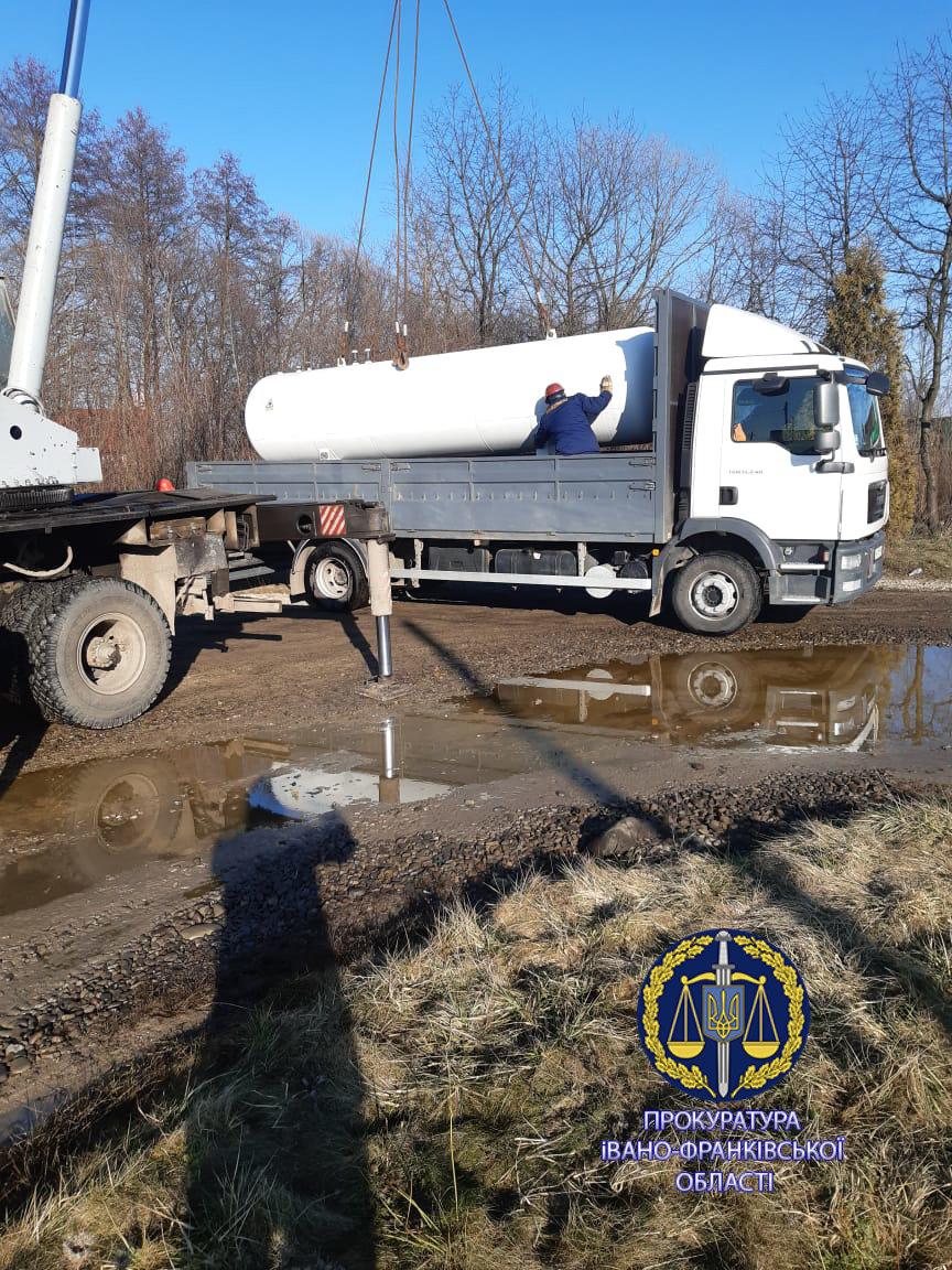 Правоохоронці припинили діяльність нелегальної АЗС в Івано-Франківській області, фото-1