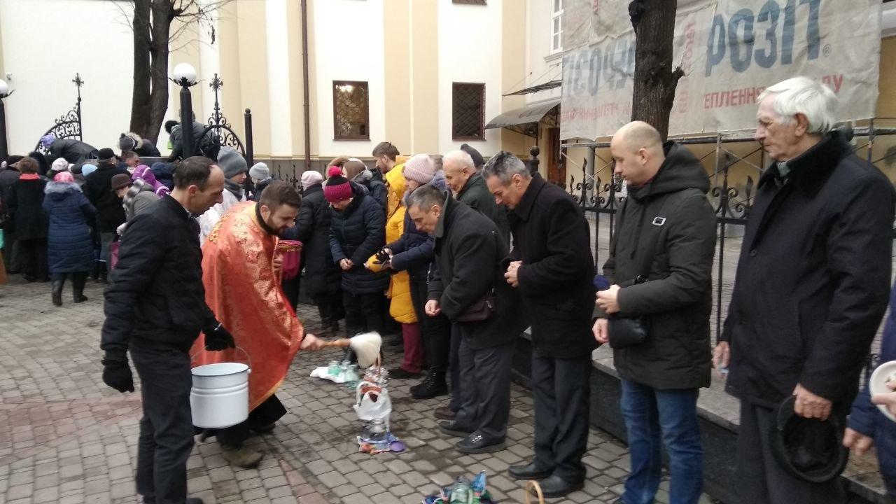 Другий святвечір: Як франківці у катедрі освячували воду, фото-4