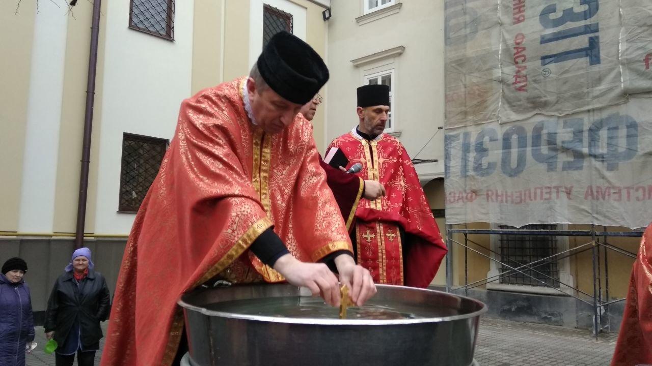 Другий святвечір: Як франківці у катедрі освячували воду, фото-5