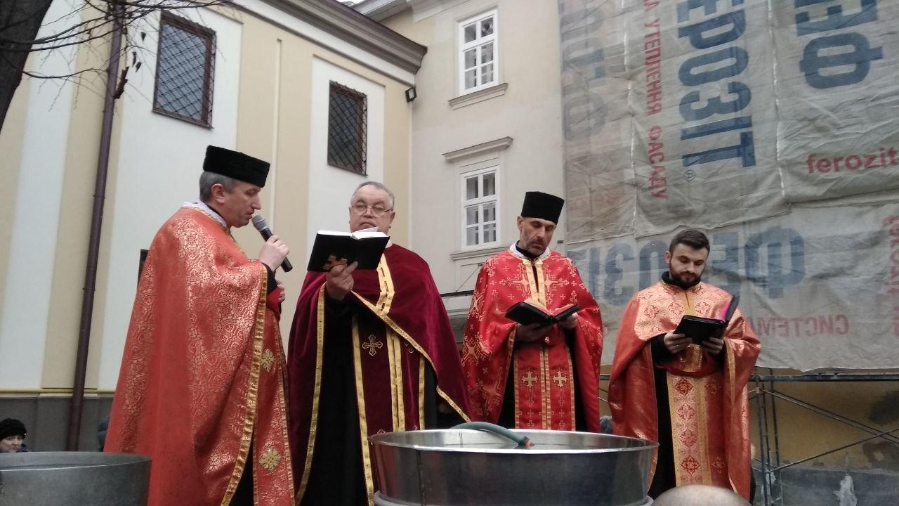 Другий святвечір: Як франківці у катедрі освячували воду, фото-6