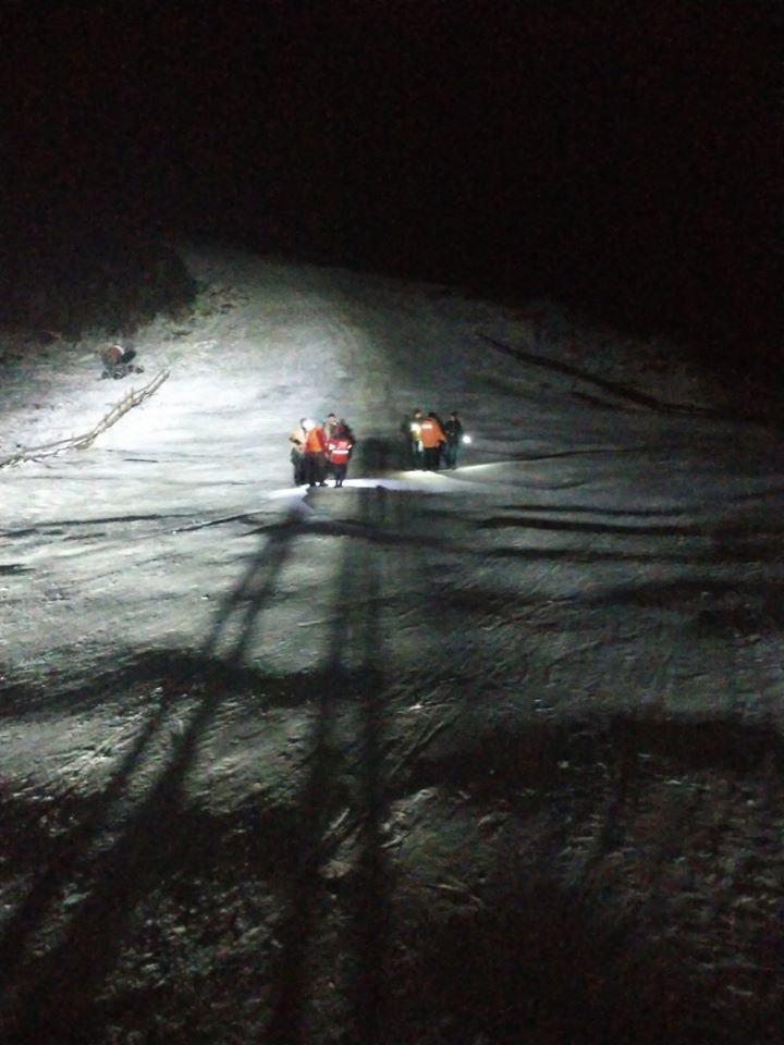 У Карпатах на підйомнику застрягли понад 30 туристів, до порятунку долучились рятувальники (ФОТО, ВІДЕО), фото-3