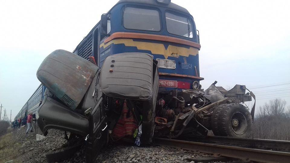 Двоє загиблих, один у лікарні: Укрзалізниця оприлюднила перші подробиці ДТП з потягом (фото), фото-1