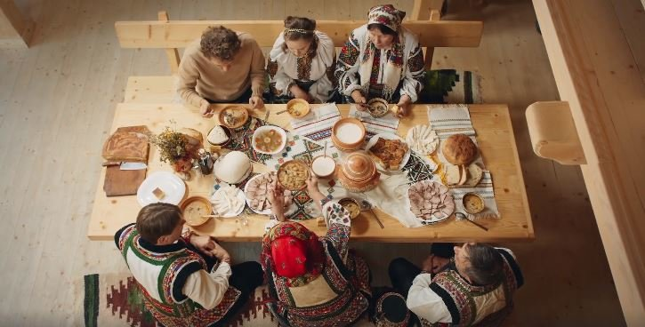 Відомий кулінар Євген Клопотенко показав, як готував гуцульський борщ у Карпатах (ВІДЕО), фото-1