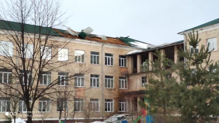 Знесені дахи та повалені дерева: на Долинщині рятувальники ліквідовують наслідки негоди, фото-4