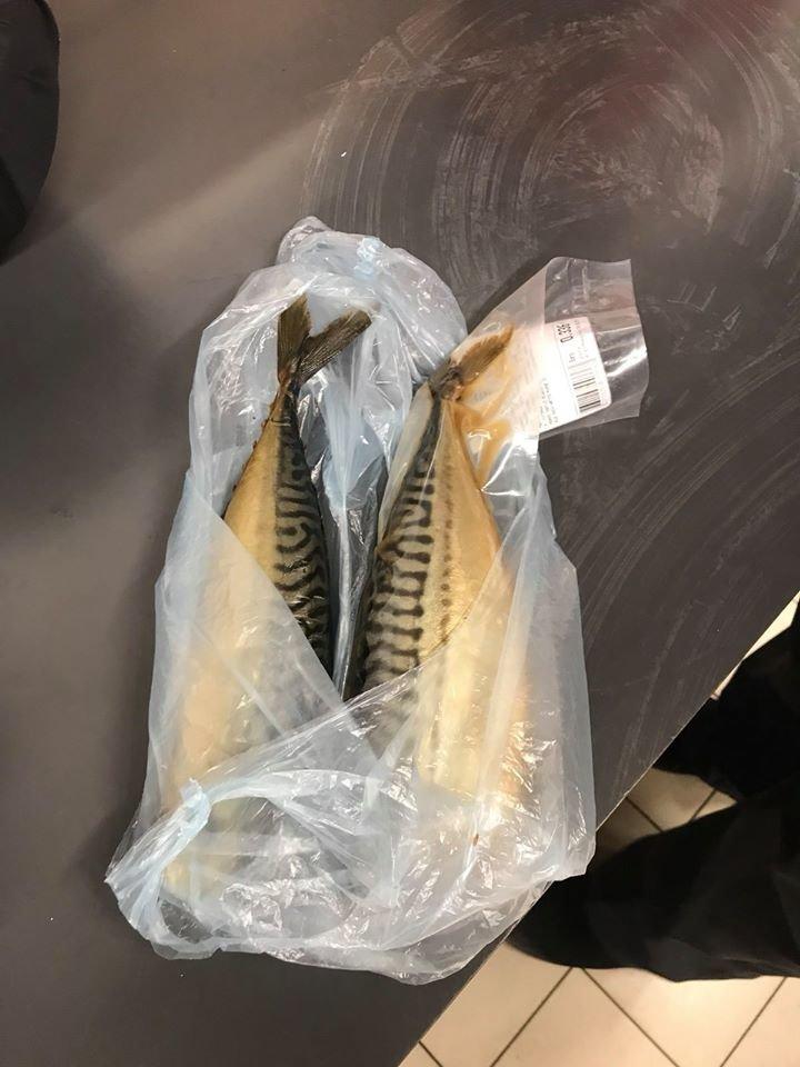 Любить рибку поїсти. У Франківську чоловік намагався вкрасти з магазину ікру та рибу (фото), фото-2