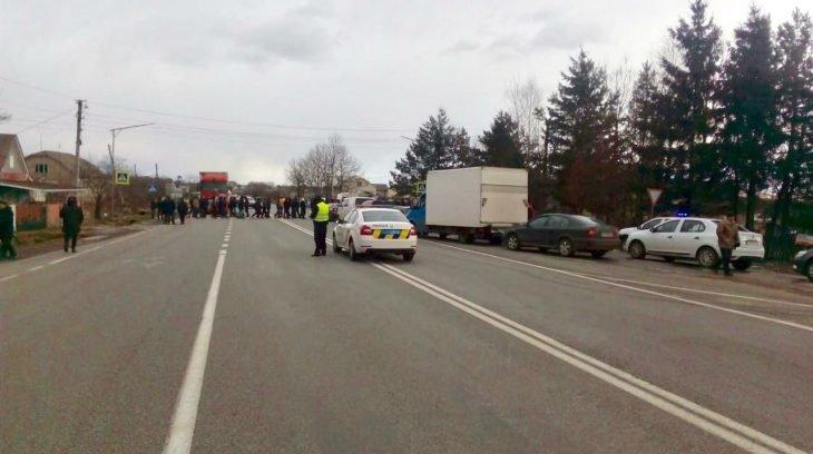 В Креховичах на Рожнятівщині люди частково перекрили рух транспорту (фото), фото-1