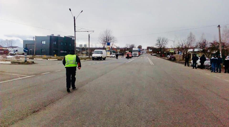 В Креховичах на Рожнятівщині люди частково перекрили рух транспорту (фото), фото-2