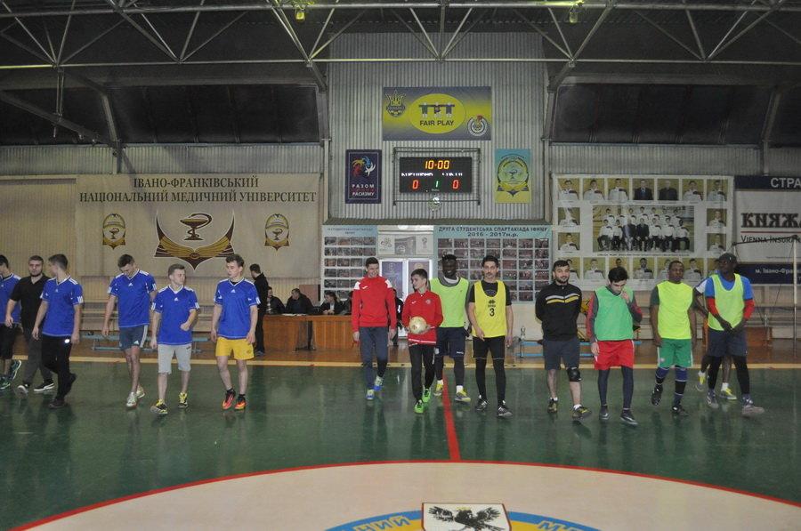 Мсштабні змагання з мініфутболу влаштували студенти-медики у Франківську (ФОТО), фото-4