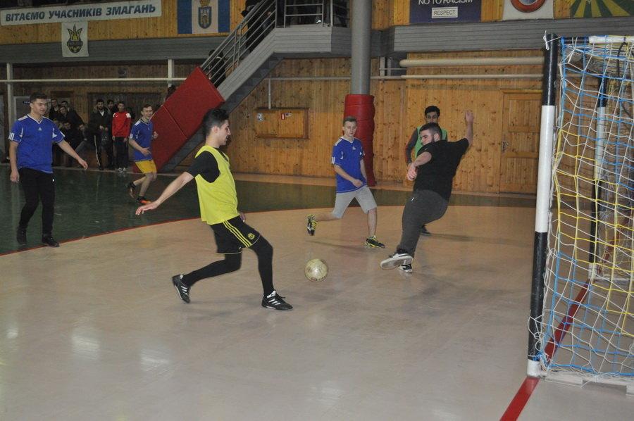 Мсштабні змагання з мініфутболу влаштували студенти-медики у Франківську (ФОТО), фото-7
