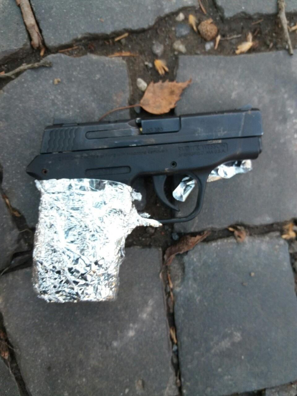 """Спецоперація поліції. Мукачівський """"кілер"""" залишив на місці події пістолет та автомат (фото, відео), фото-2"""