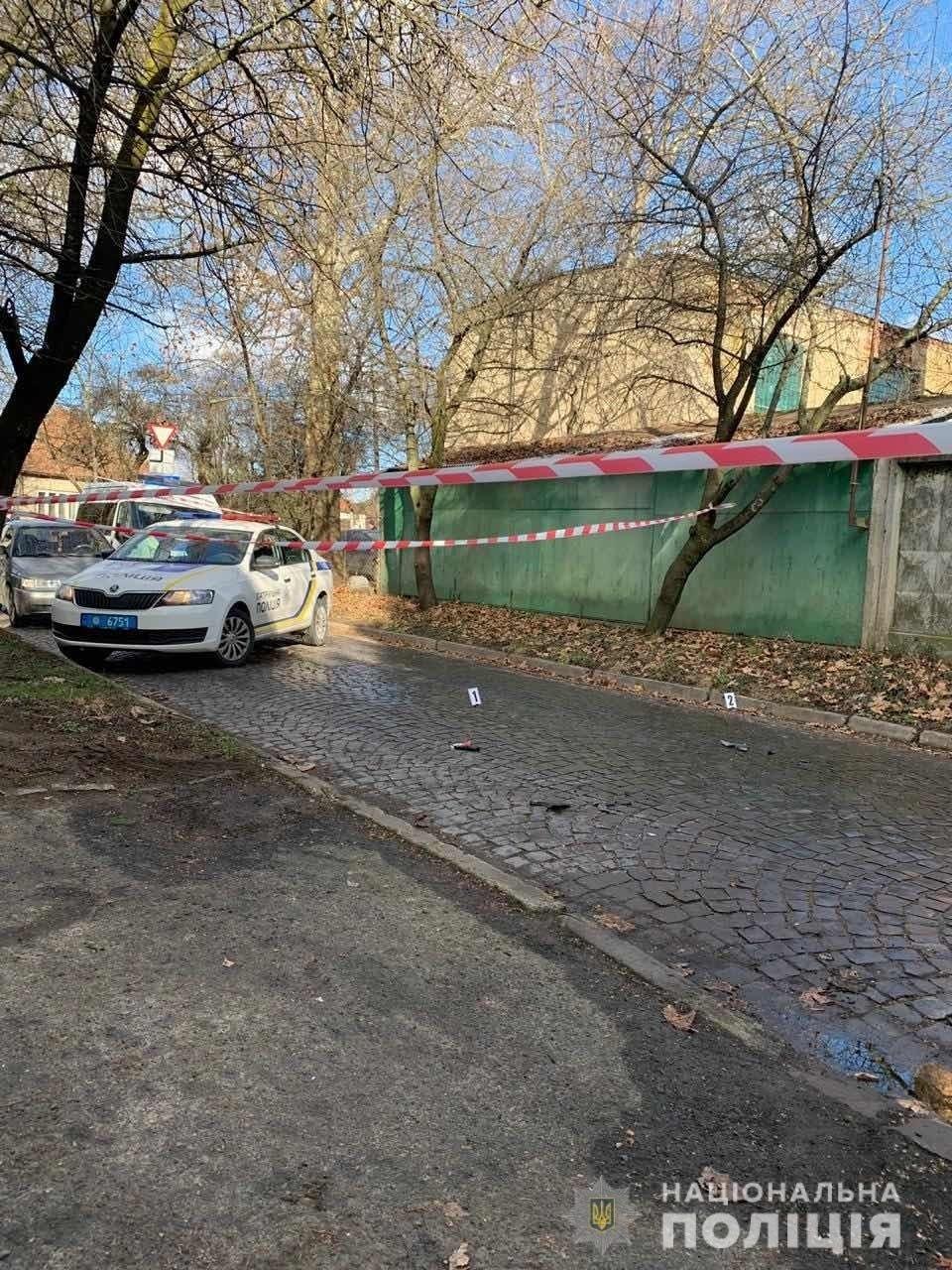 """Спецоперація поліції. Мукачівський """"кілер"""" залишив на місці події пістолет та автомат (фото, відео), фото-4"""