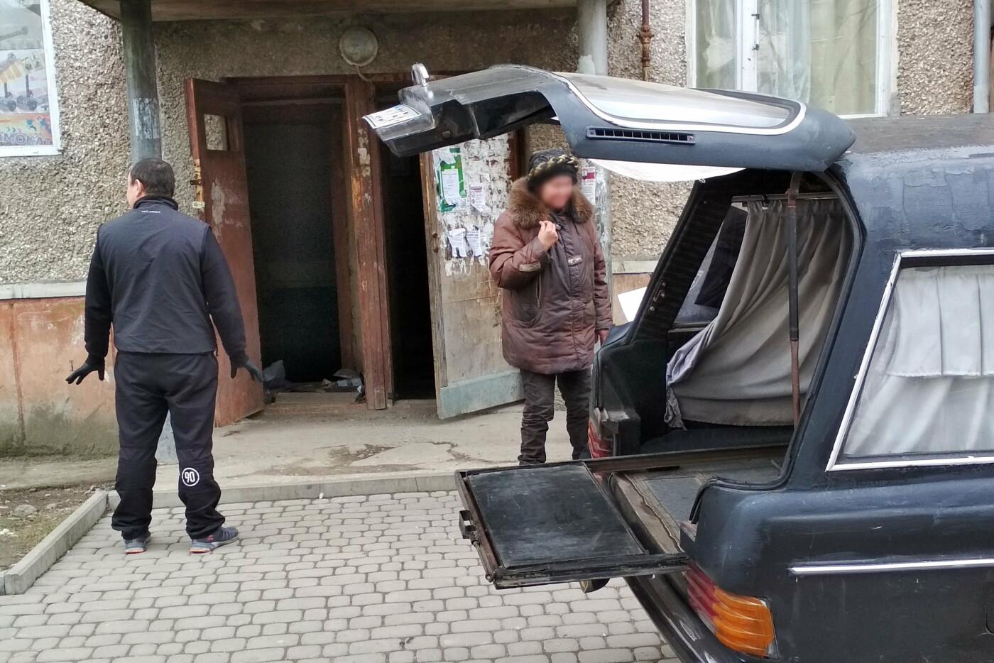 У підвалі будинку на Хоткевича знайшли тіло чоловіка (фото), фото-2