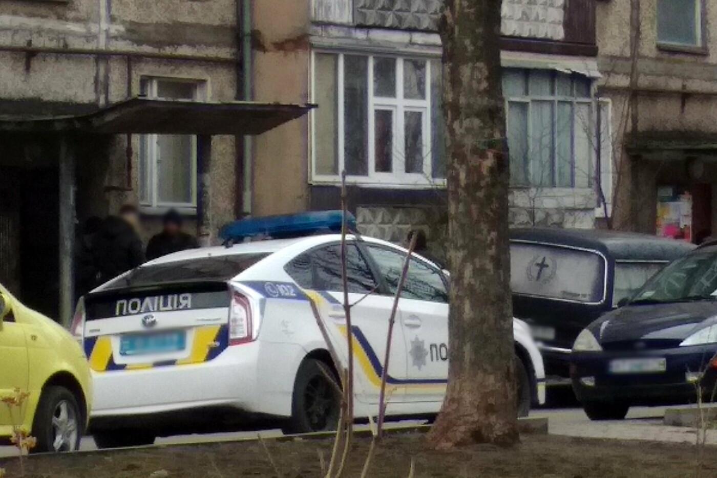 У підвалі будинку на Хоткевича знайшли тіло чоловіка (фото), фото-3