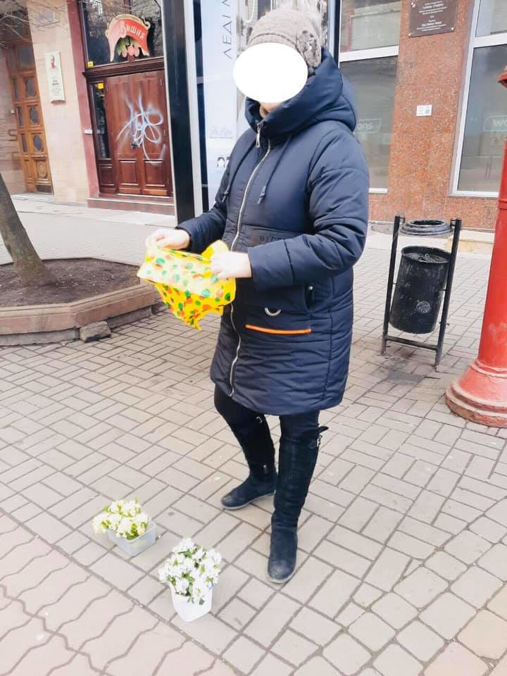 У Франківську оштрафували жінку, яка продавала первоцвіти (фото), фото-1