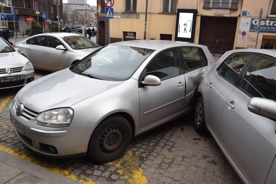 ДТП у Польщі: п'яний українець протаранив відразу вісім авто на парковці (вото) , фото-1