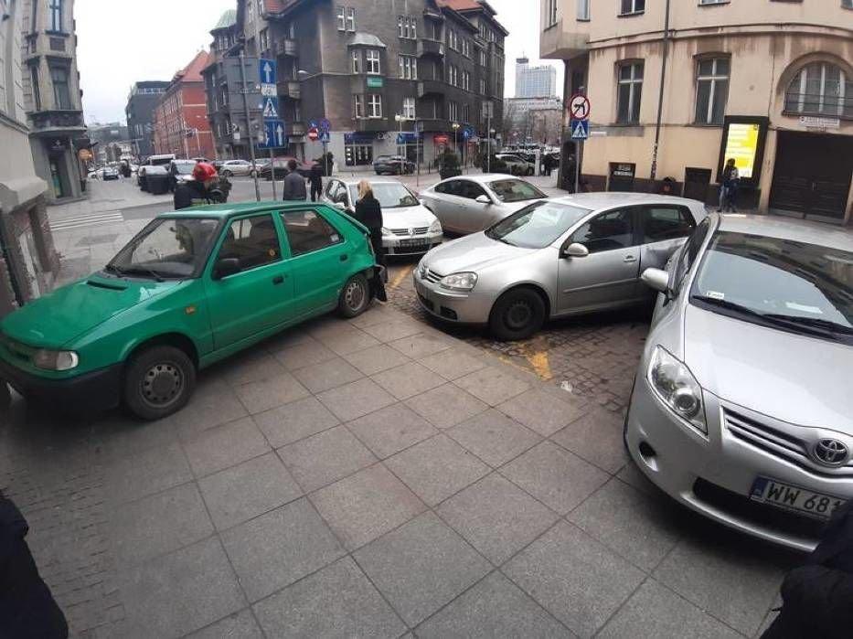ДТП у Польщі: п'яний українець протаранив відразу вісім авто на парковці (вото) , фото-2