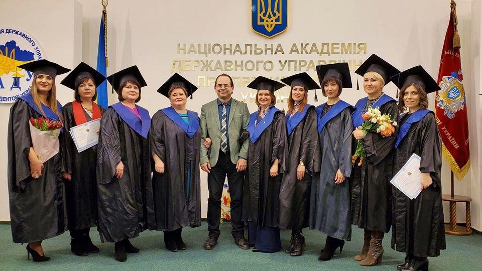Народний депутат від Івано-Франківська Оксана Савчук здобула диплом магістра державного управління, фото-2