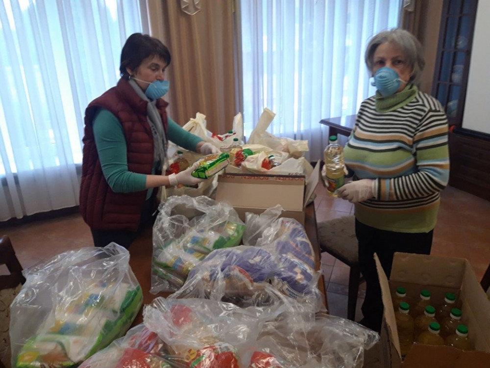 У Франківську хворим і нужденним роздали продуктові набори, фото-2