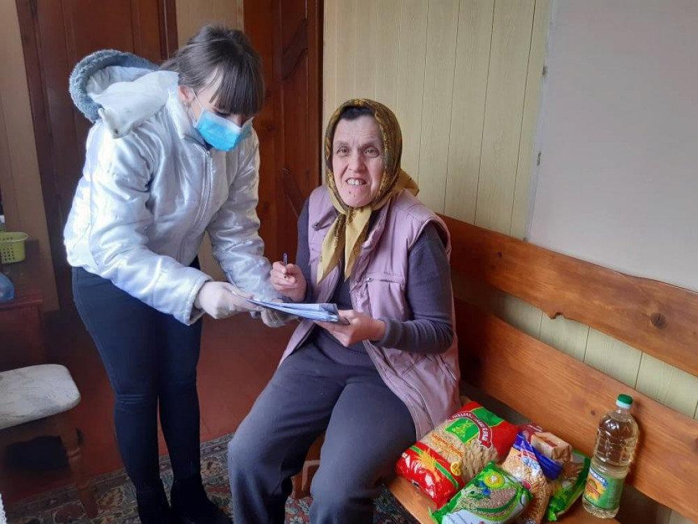 У Франківську хворим і нужденним роздали продуктові набори, фото-3