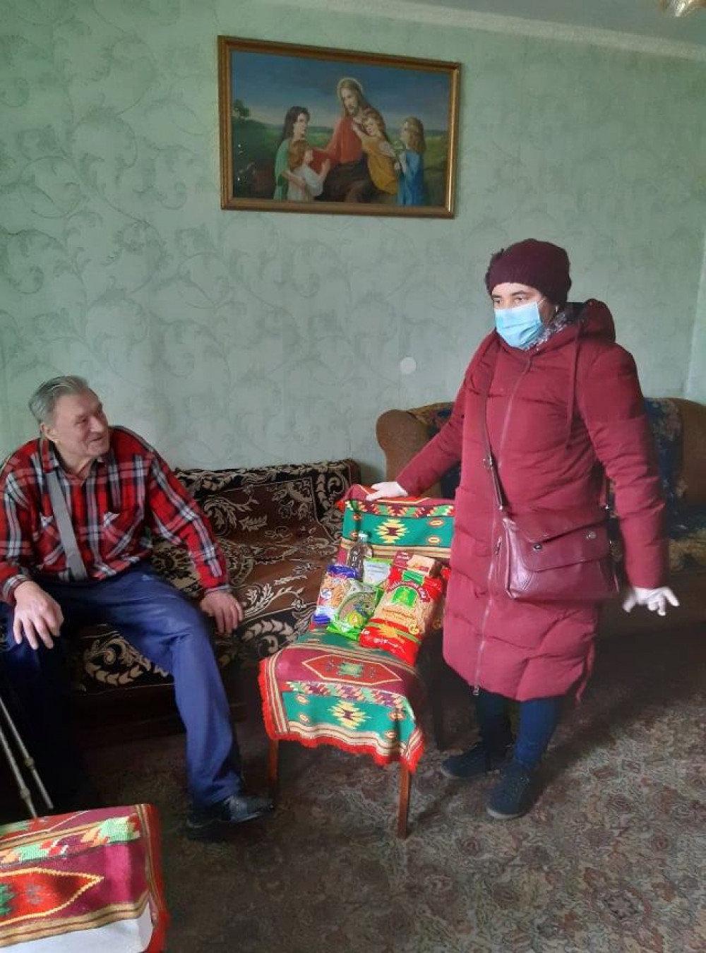У Франківську хворим і нужденним роздали продуктові набори, фото-4