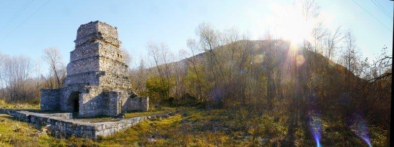 Архітектурні скарби Прикарпаття. Єдина в Україні доменна піч в урочищі «Ангелів», фото-1