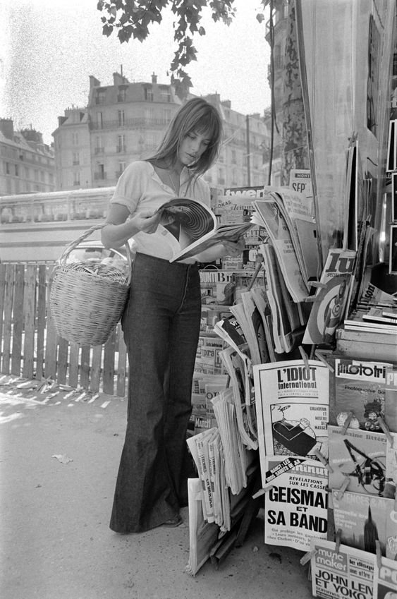Джейн Біркін з відомою солом'яною сумочкою. Фото - pinterest.ru