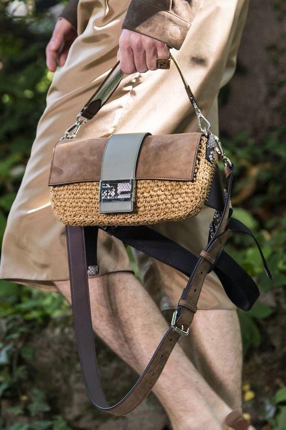 Трендова сумка-багет 2020 року. Фото - pinterest.ru