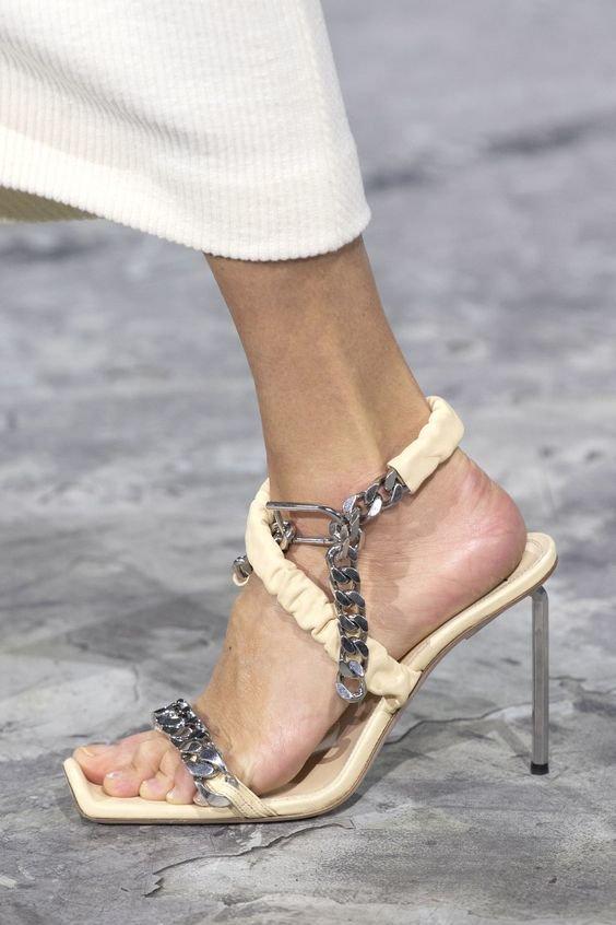 Взуття з квадратним носком 2020.  Фото - pinterest.ru