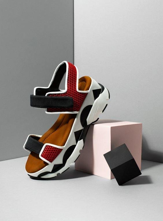 Масивні сандалі 2020 року.  Фото - pinterest.ru
